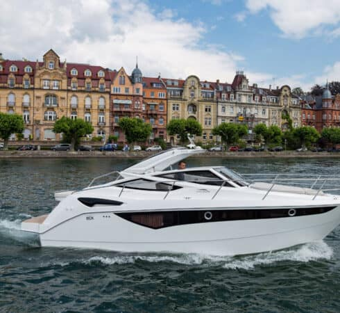 Galeon-305-open-running-490x450
