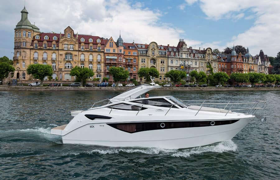 Galeon-305-open-running-900x580