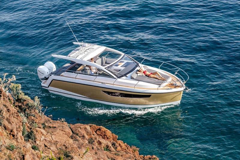 Sealine_S330v_Exterior_010_cruise_1300