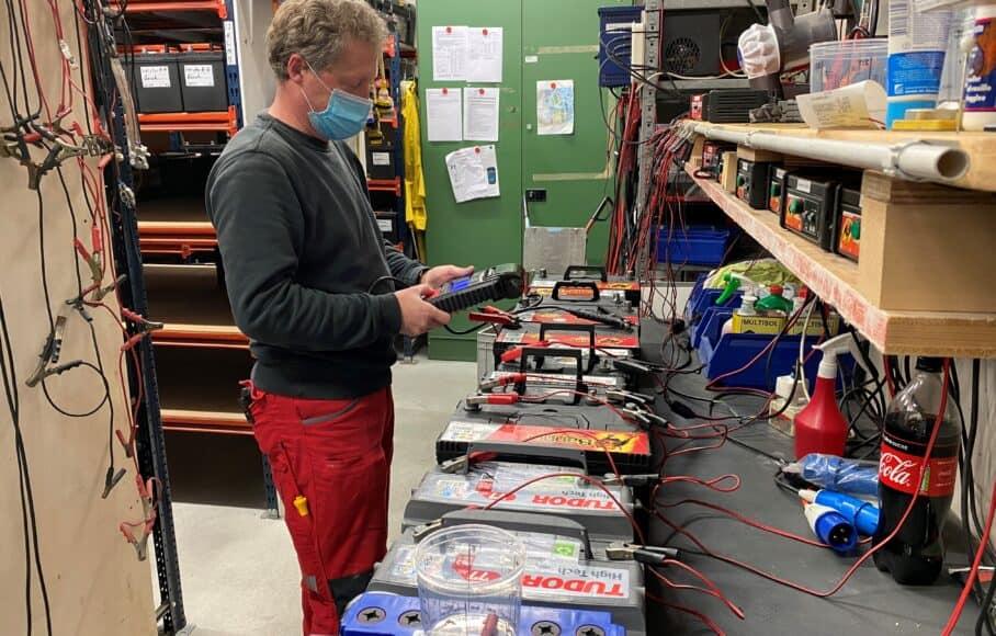 Batterienwartung-908x580